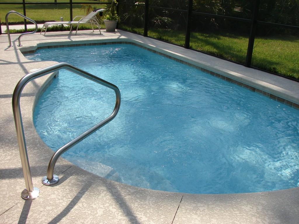 swimming-pool-317449_1280